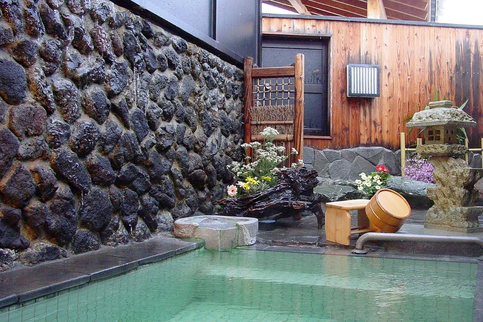 private outdoor onsen
